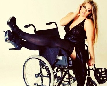 DISABLED-MODEL-katie-knowles-FIGHTS-FOR-EQUALITY-IN-THE-FASHION-INDUSTRY
