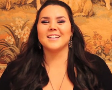 How to Pose for Photos as a Plus-Size Model